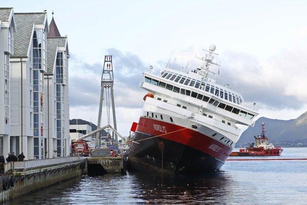 Video: Norwegian MS Nordlys Cruiser Shows Imminent Capsize
