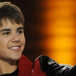 Justin Bieber helps his mother to put out flames from her hair