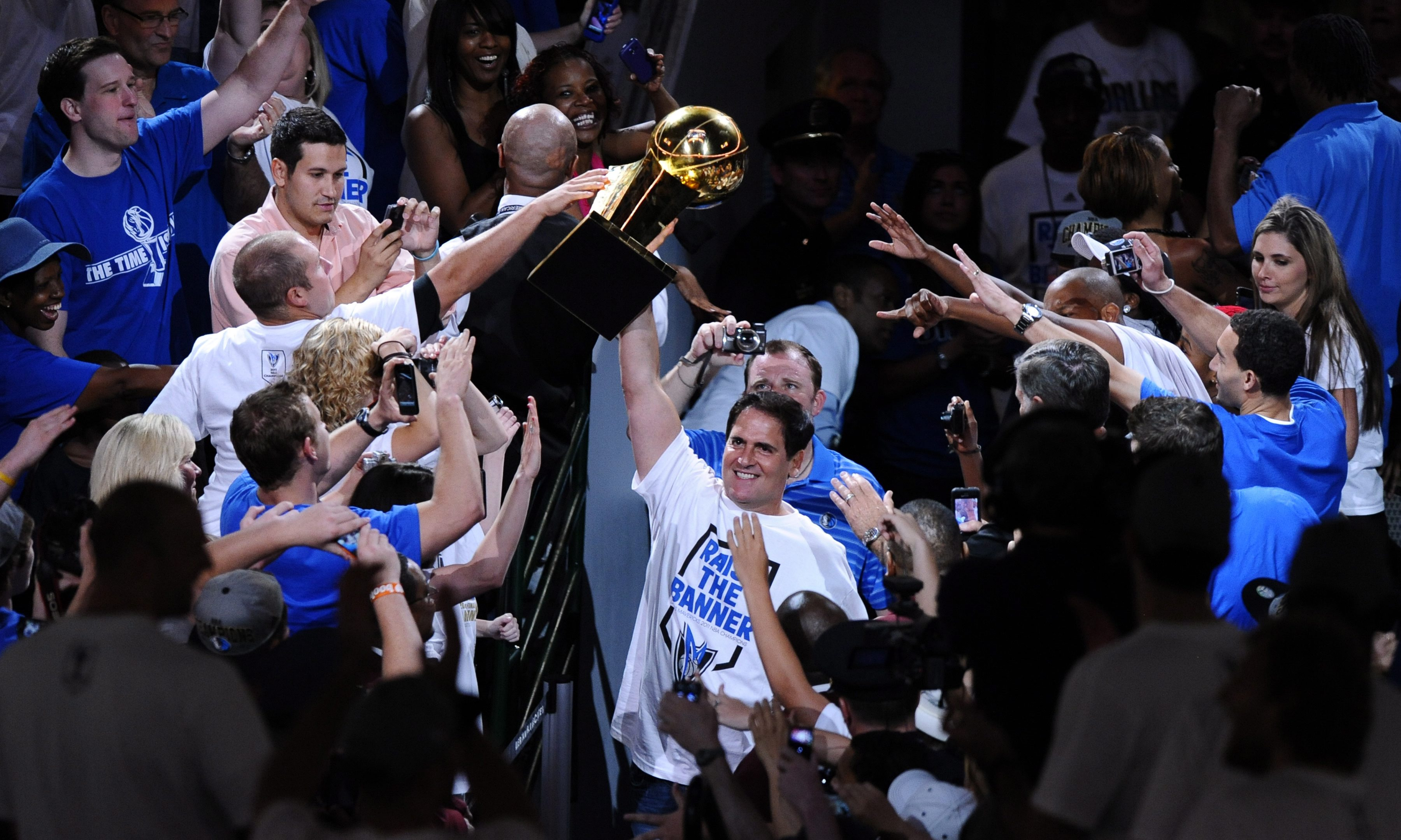 Photo gallery: Hundred of thousands of people attended the parade of NBA champions, Dallas ...