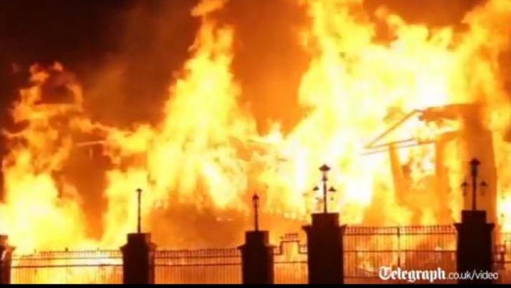 VIDEO Buckingham Palace Set On Fire By Artist Edward