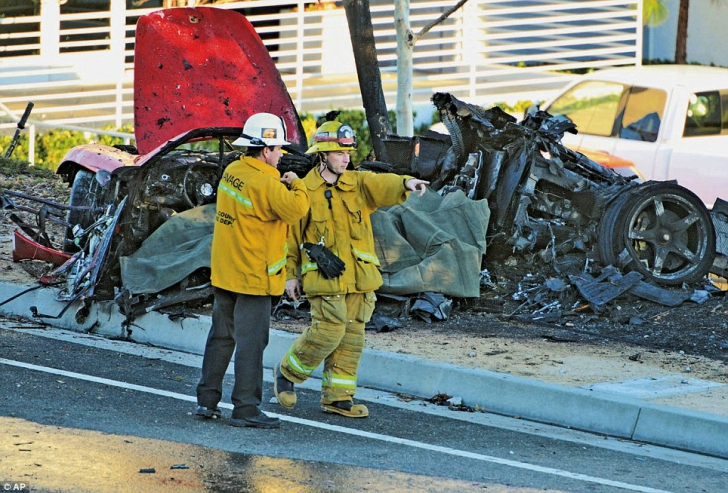 paul walker killed in porsche crash in california fast. Black Bedroom Furniture Sets. Home Design Ideas