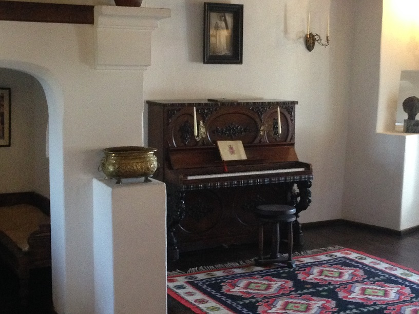 A piano in one of the rooms of the splendid fortress