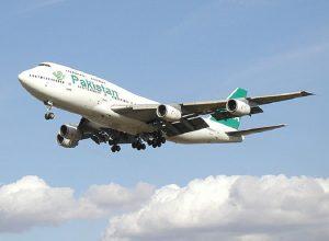 Pakistan Airlines standing passengers
